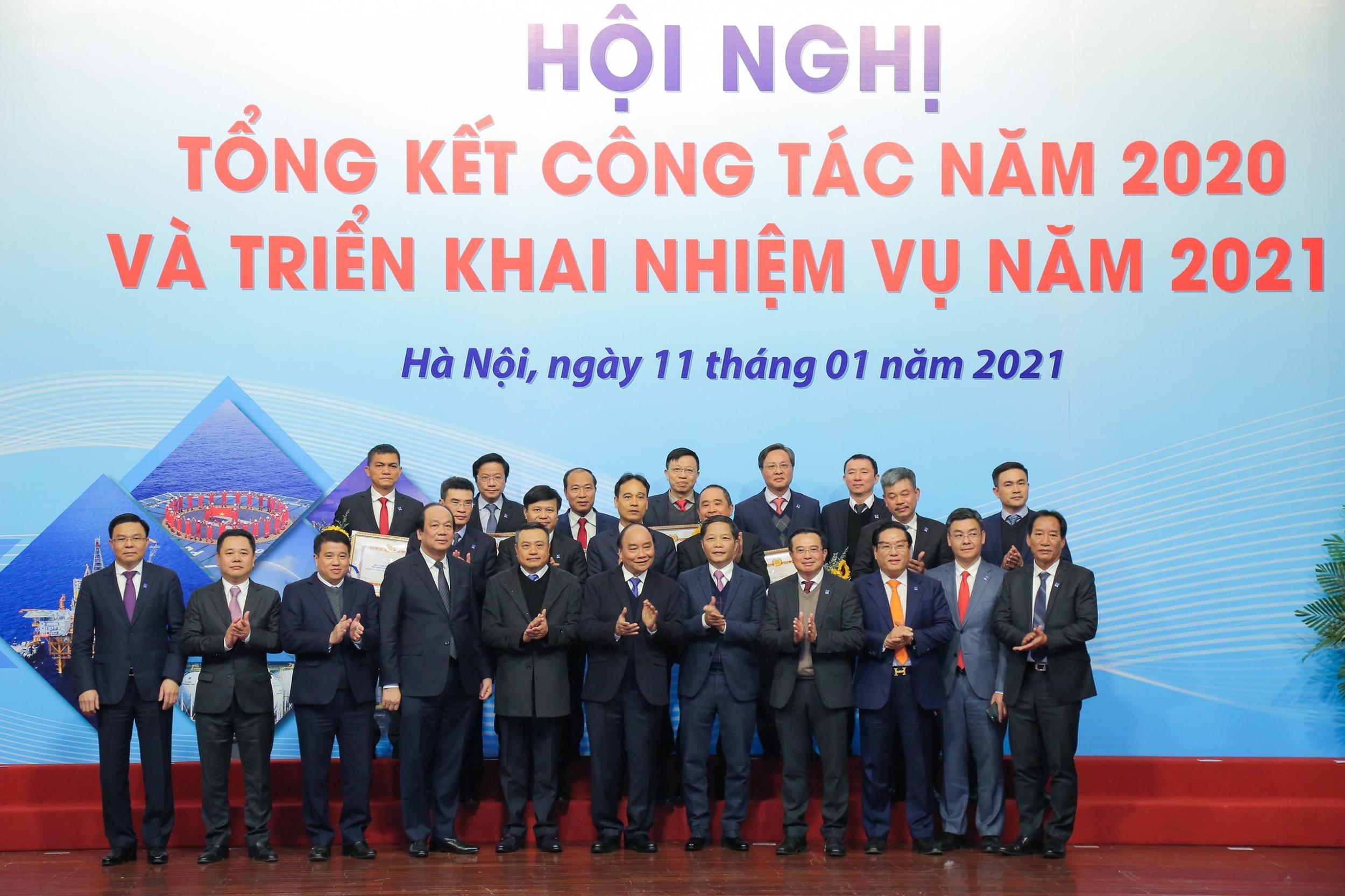 Thủ tướng Nguyễn Xuân Phúc chúc mừng các đơn vị xuất sắc giai đoạn 2015-2020