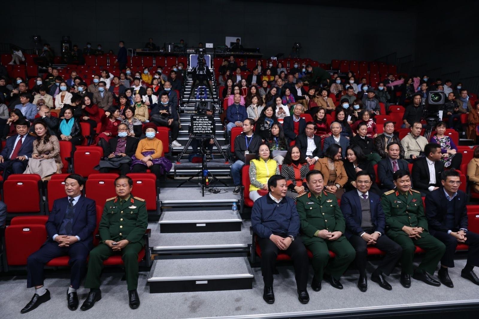 Các đại biểu và khan giả tham dự chương trình