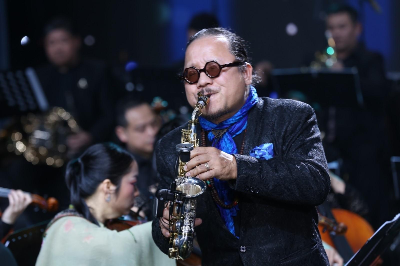 """Saxophone Trần Mạnh Tuấn với bài """"Tình yêu của Biển"""""""