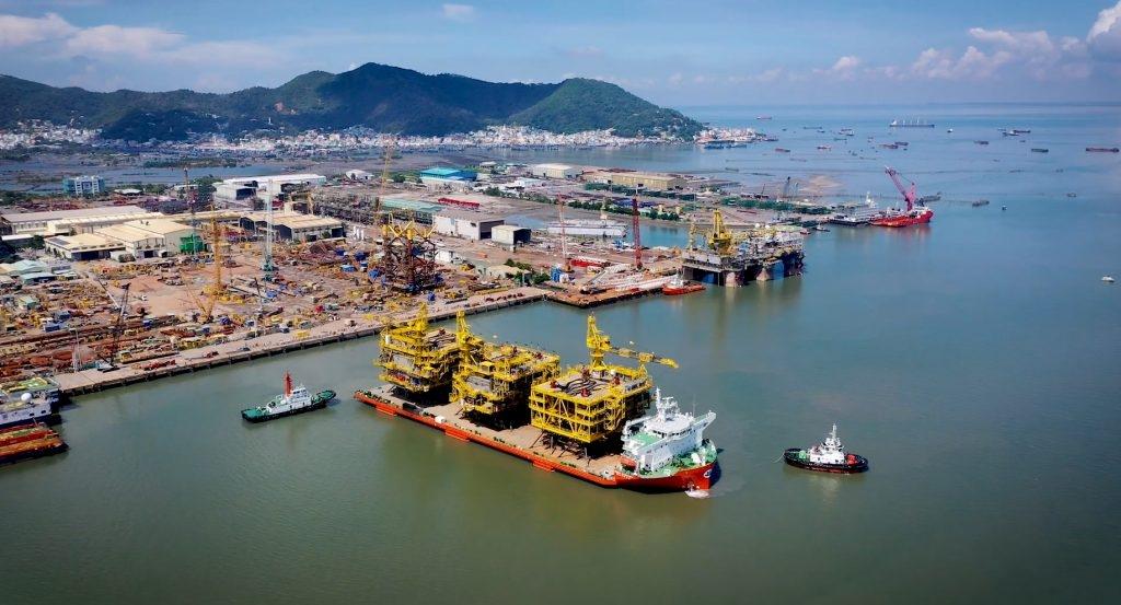 Hạ thủy, vận chuyển và bàn giao các hạng mục chế tạo thuộc dự án GLF cho Chủ đầu tư