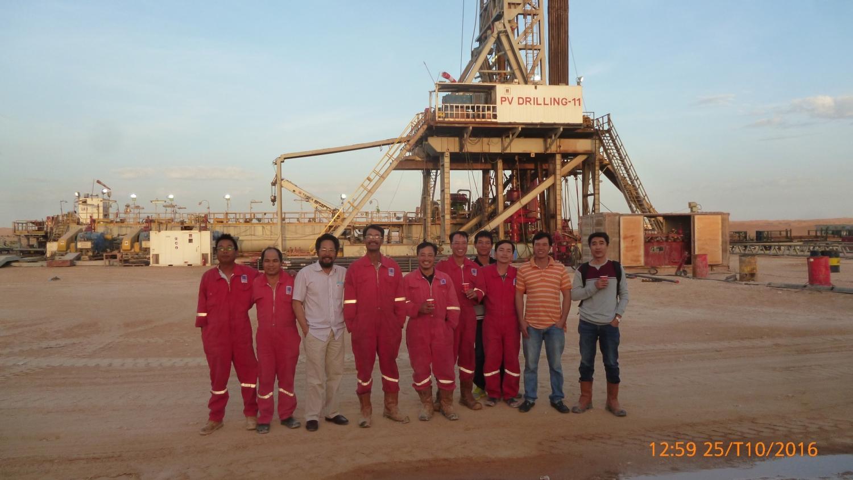 Anh Trọng cùng đồng nghiệp khi công tác tại Algeria