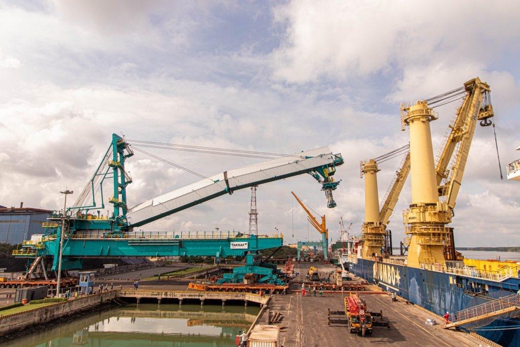 vận chuyển và xếp dỡ cấu kiện tại Cảng PTSC Phú Mỹ