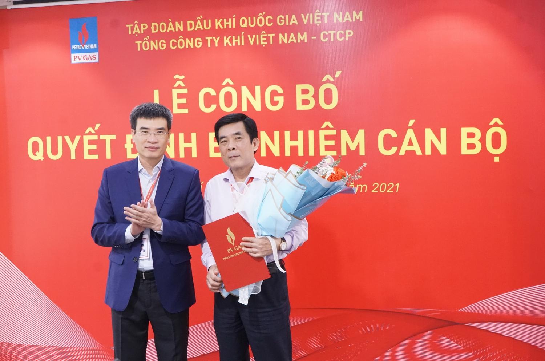 Lãnh đạo PV GAS trao Quyết định bổ nhiệm cho tân PCVP Trần Trọng Hữu