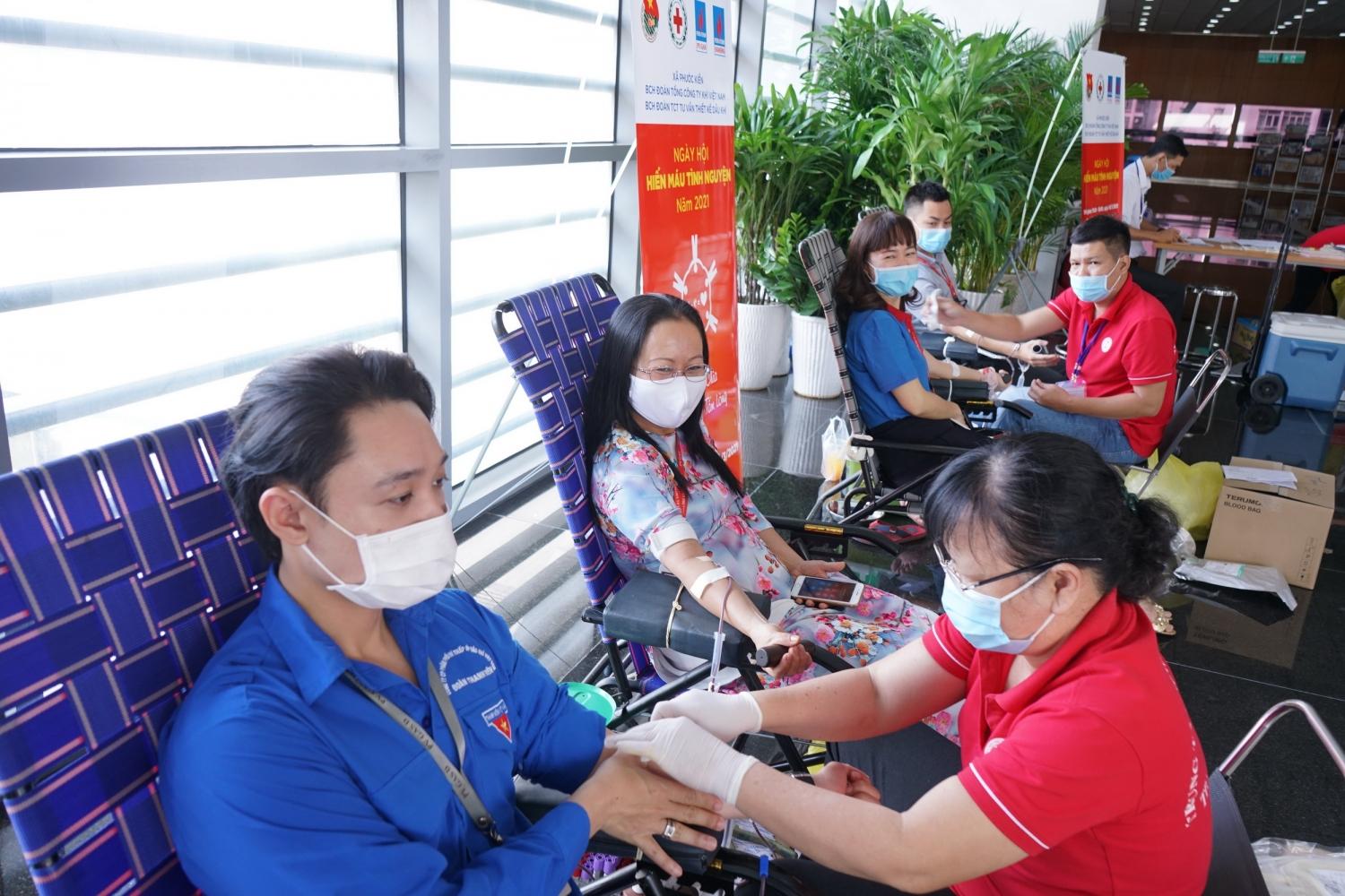 Lực lượng lao động nữ PV GAS tích cực tham gia Hiến máu Nhân đạo
