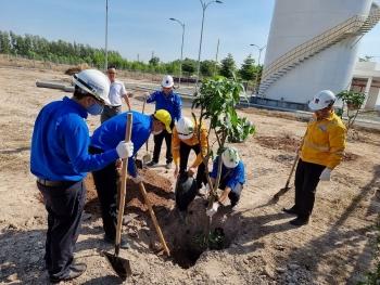 PVGAS D trồng cây xanh tại Nhơn Trạch - Đồng Nai
