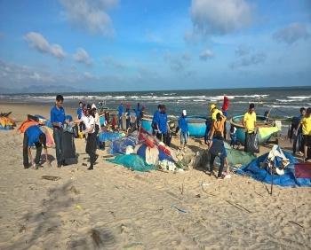 Đoàn Thanh niên PTSC M&C ra quân làm sạch biển