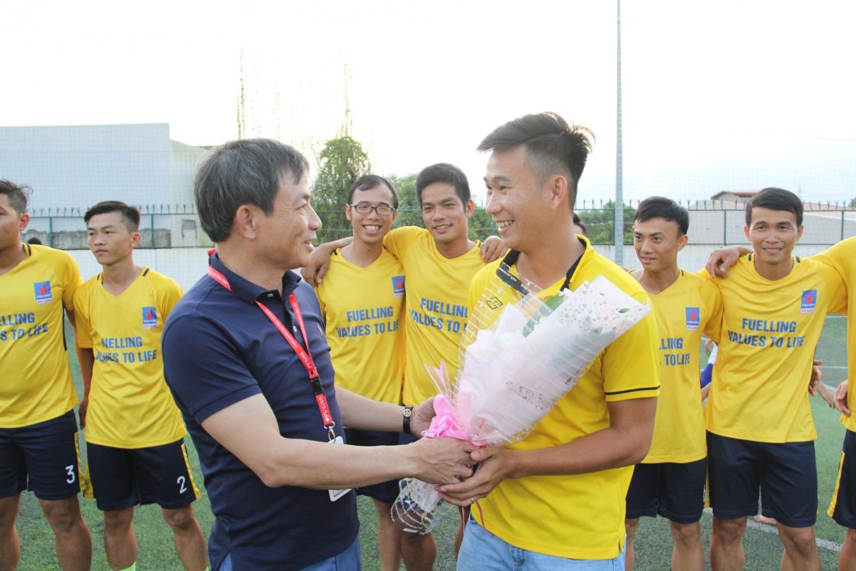 Ông Nguyễn Sinh Khang - Bí thư Đảng ủy, Chủ tịch HĐQT PV GAS đến tham dự khai mạc cổ động tinh thần các vận động viện KCM