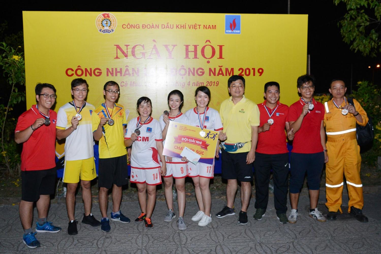 Trao giải thi chạy tiếp sức cho KCM