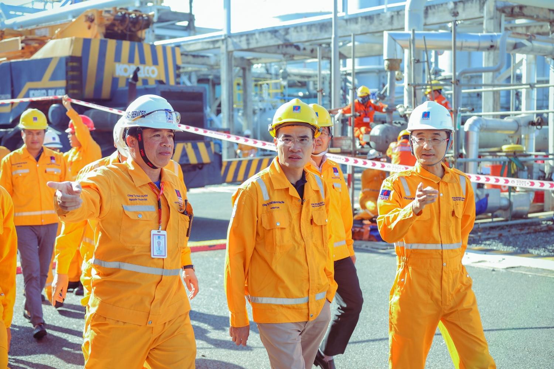 Lãnh đạo PV GAS quan tâm chỉ đạo sát sao ngay tại công trình, đảm bảo tiến độ, an toàn và tiết kiệm