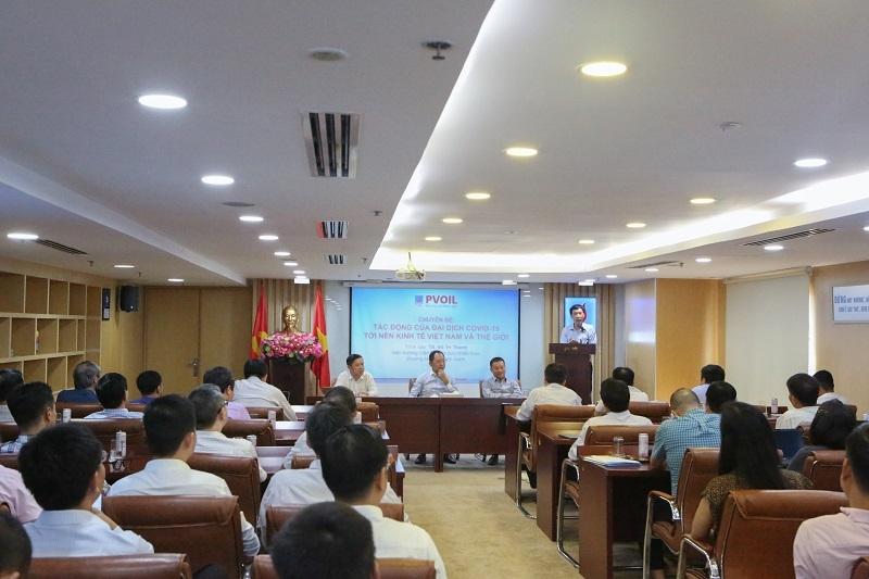 TS. Võ Trí Thành - Viện trưởng Viện Nghiên cứu chiến lược thương hiệu và cạnh tranh trình bày chuyên đề tại Hội nghị