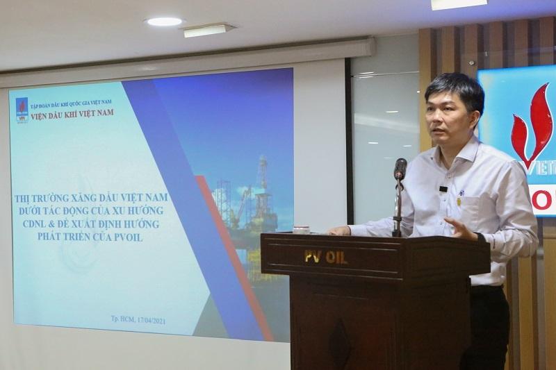TS. Nguyễn Anh Đức - Viện trưởng Viện Dầu khí Việt Nam trình bày chuyên đề tại Hội nghị