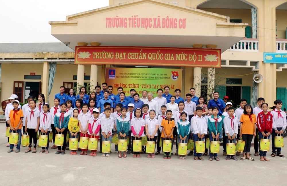 KTA tặng học bổng cho học sinh Thái Bình