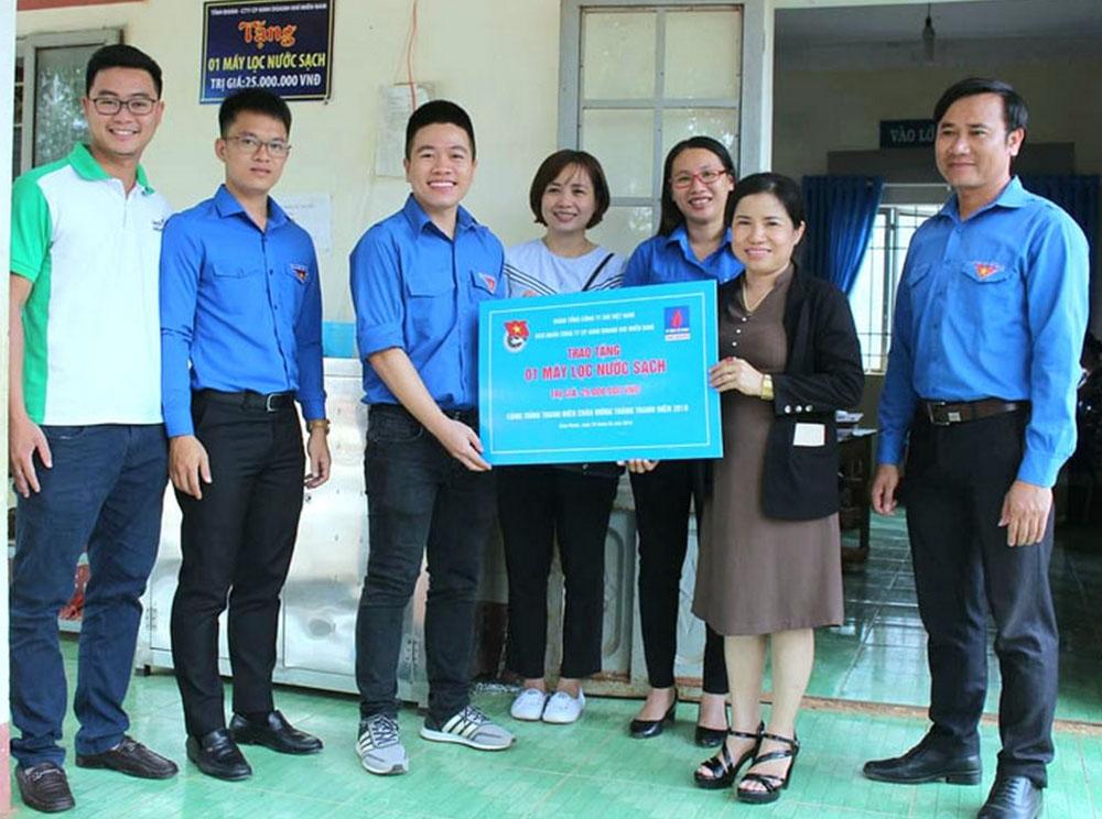 PV GAS South trao tặng máy lọc nước tại Bình Phước