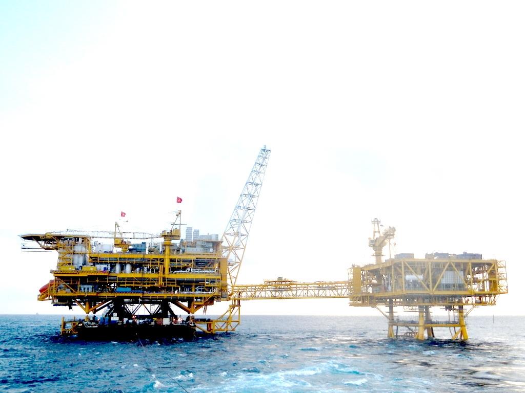 Lắp đặt PQP - HT Topsides ngoài khơi trên biển