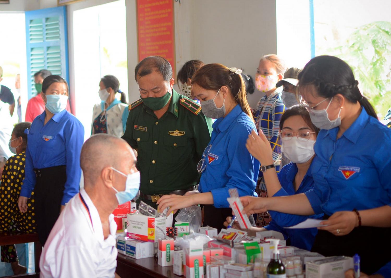 Chương trình phối hợp khám chữa bệnh miễn phí tại U Minh, Cà Mau