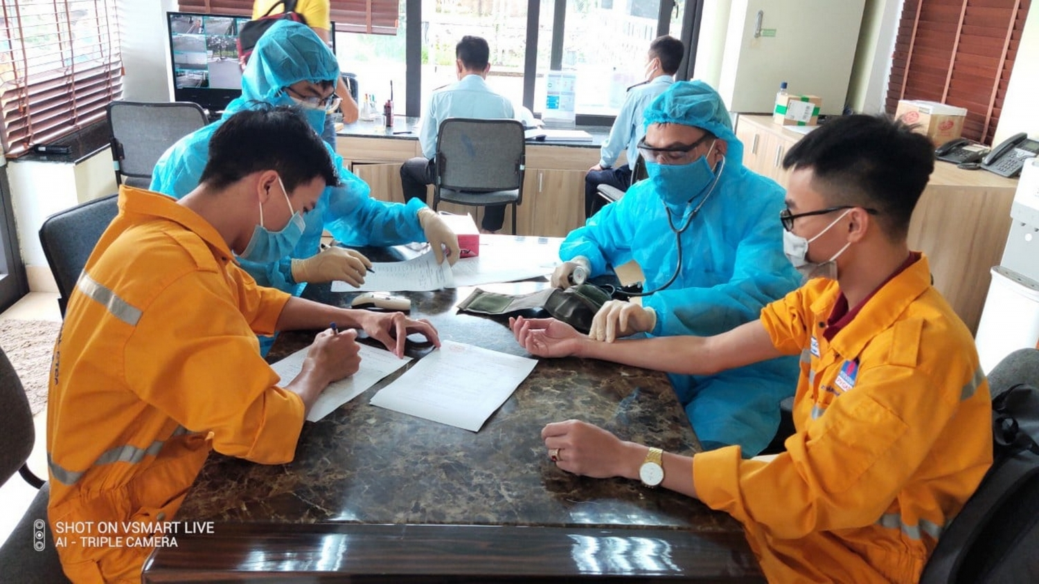 Tổ chức khám sức khỏe cho người lao động khi bước vào khu vực làm việc an toàn đặc biệt