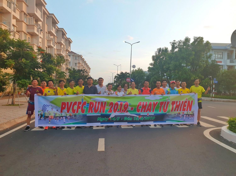 hon 600 van dong vien tham gia giai chay viet da pvcfc run 2019
