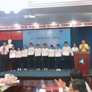 """30 sinh viên Đại học Quốc gia TP HCM nhận học bổng """"Đạm Cà Mau - Hạt Ngọc Mùa Vàng"""""""