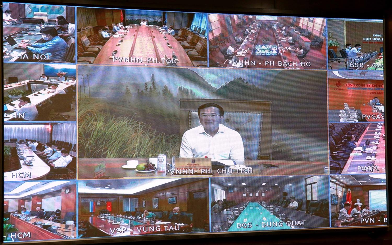 Chủ tịch HĐTV Hoàng Quốc Vượng chỉ đạo tại cuộc họp trực tuyến