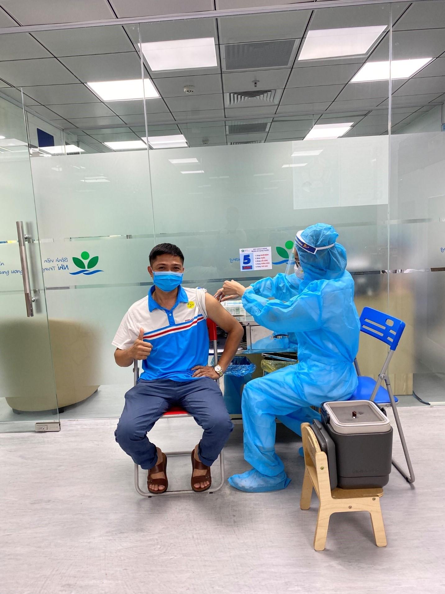 Người lao động PVOIL Hà Nội được tiêm vắc xin phòng Covid-19