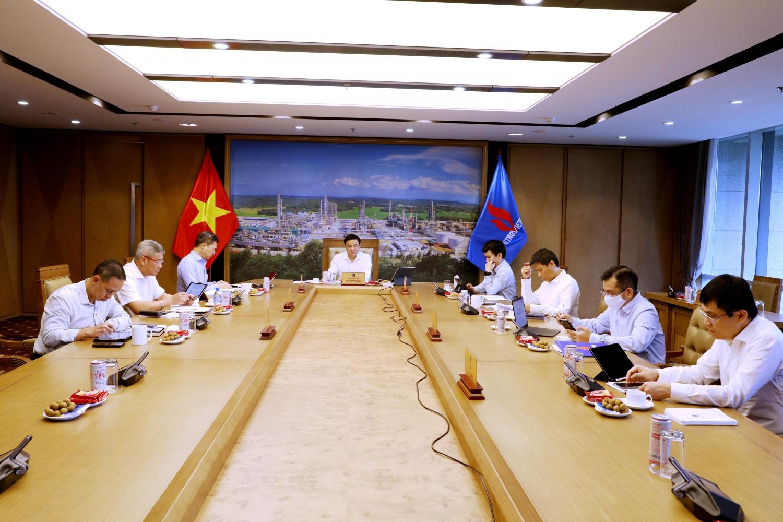 TGĐ Petrovietnam Lê Mạnh Hùng phát biểu tại cuộc họp