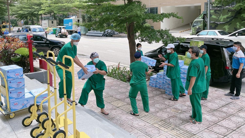 Bàn giao nước uống PVOIL tặng Bệnh viện dã chiến thu dung số 6