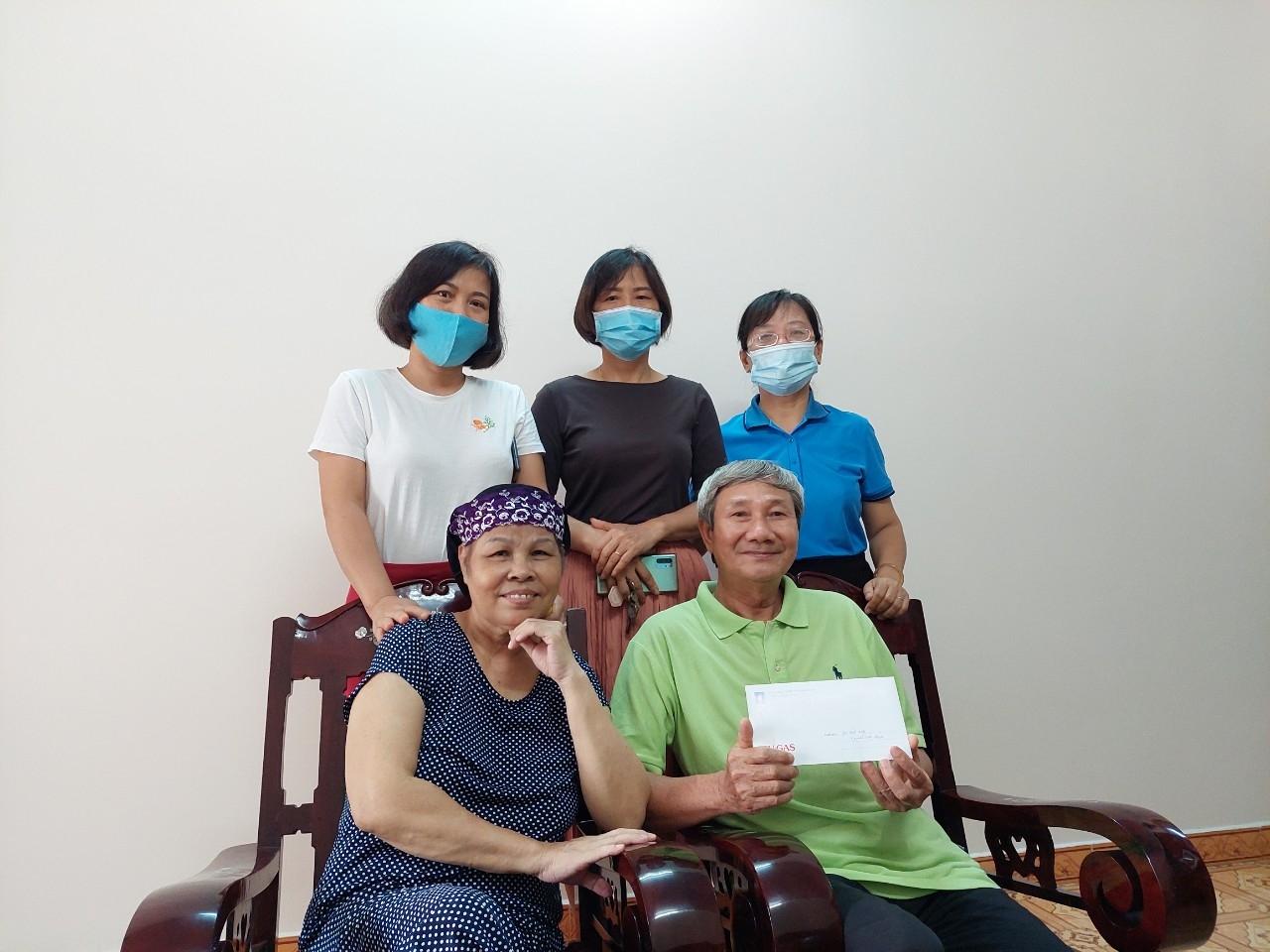 Công đoàn DVK thăm hỏi gia đình CBCNV về hưu có hoàn cảnh khó khăn