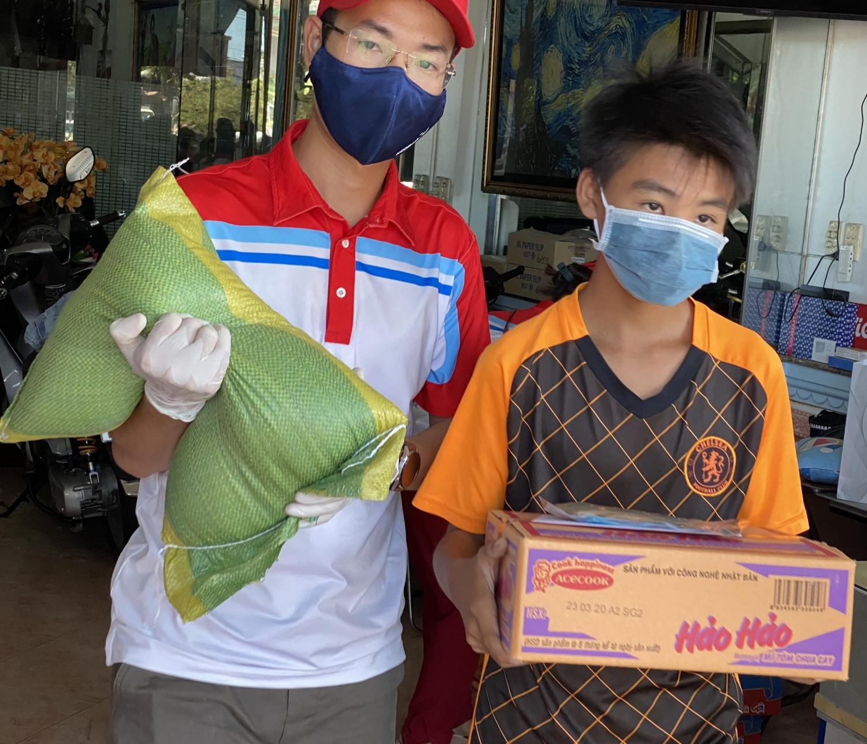 Hỗ trợ các gia đình khó khăn trong mùa dịch bệnh