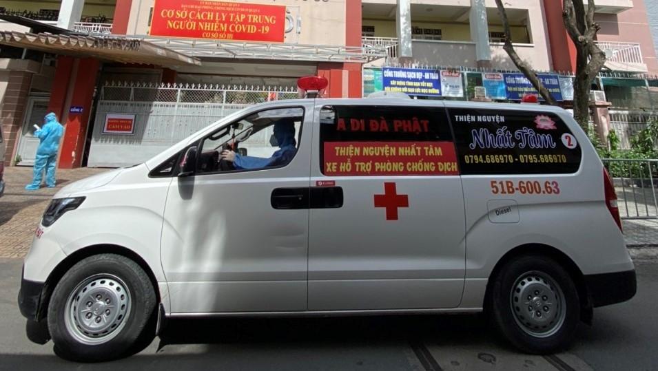 ội xe cứu thương không đồng Nhất Tâm hỗ trợ vận chuyển các ca F0