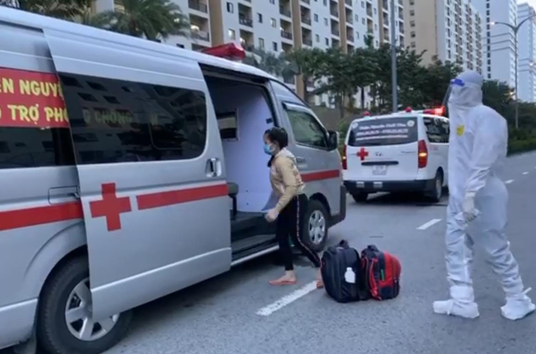 Đội xe cứu thương không đồng Nhất Tâm hỗ trợ vận chuyển các ca F0