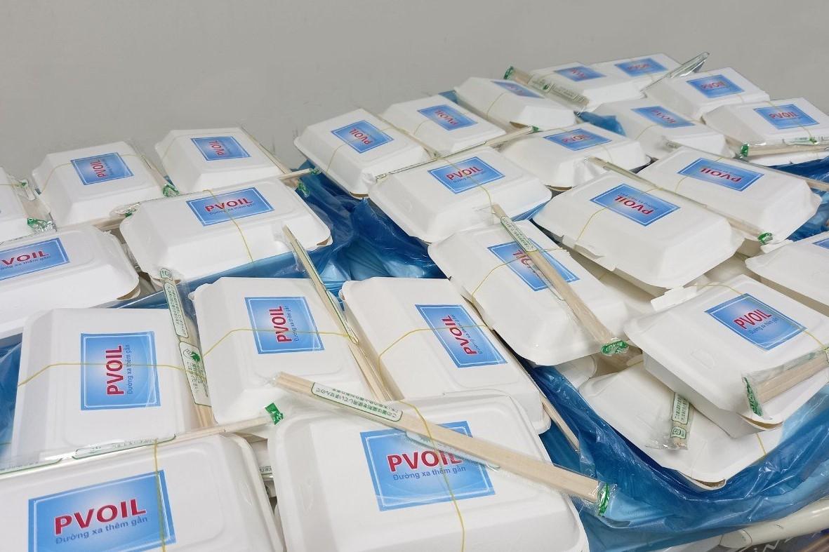 Các suất cơm PVOIL sẵn sàng đến với bà con