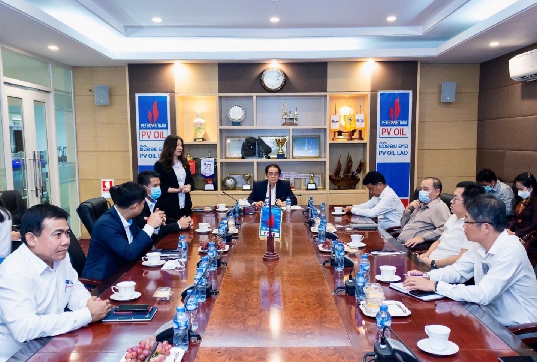 Bà Lê Thanh Thủy - Giám đốc PVOIL Lào phát biểu báo cáo Bộ trưởng và Đoàn công tác.