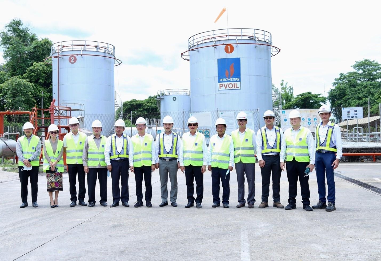 Bộ trưởng Bộ Công thương Lào và đoàn công tác thăm kho Thanaleng – PVOIL Lào