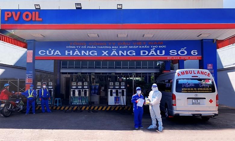 PVOIL hỗ trợ xăng dầu miễn phí cho một xe cứu thương và tặng dầu nhớt PVOIL Lube