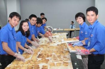 Đoàn Thanh niên PV GAS làm bánh trung thu tặng trẻ em nghèo
