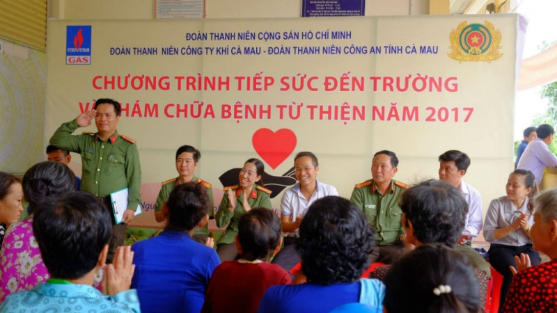 pv gas tiep suc den truong cho hoc sinh ngheo