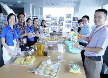 Tuổi trẻ PV GAS làm 600 bánh Trung thu tặng trẻ em Nhà Bè