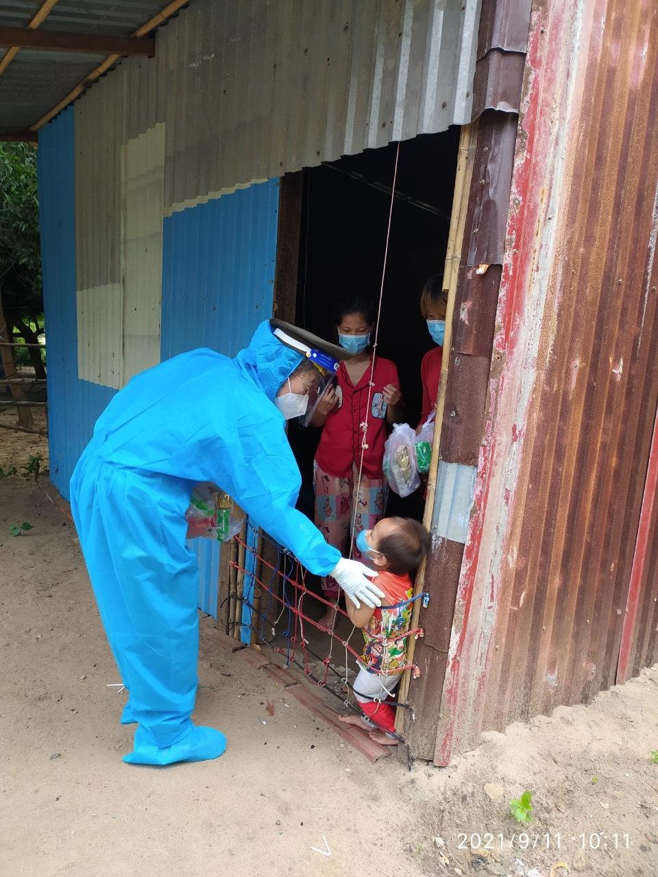 Trao những phần sữa yêu thương đến từng gia đình khó khăn tại Long Điền