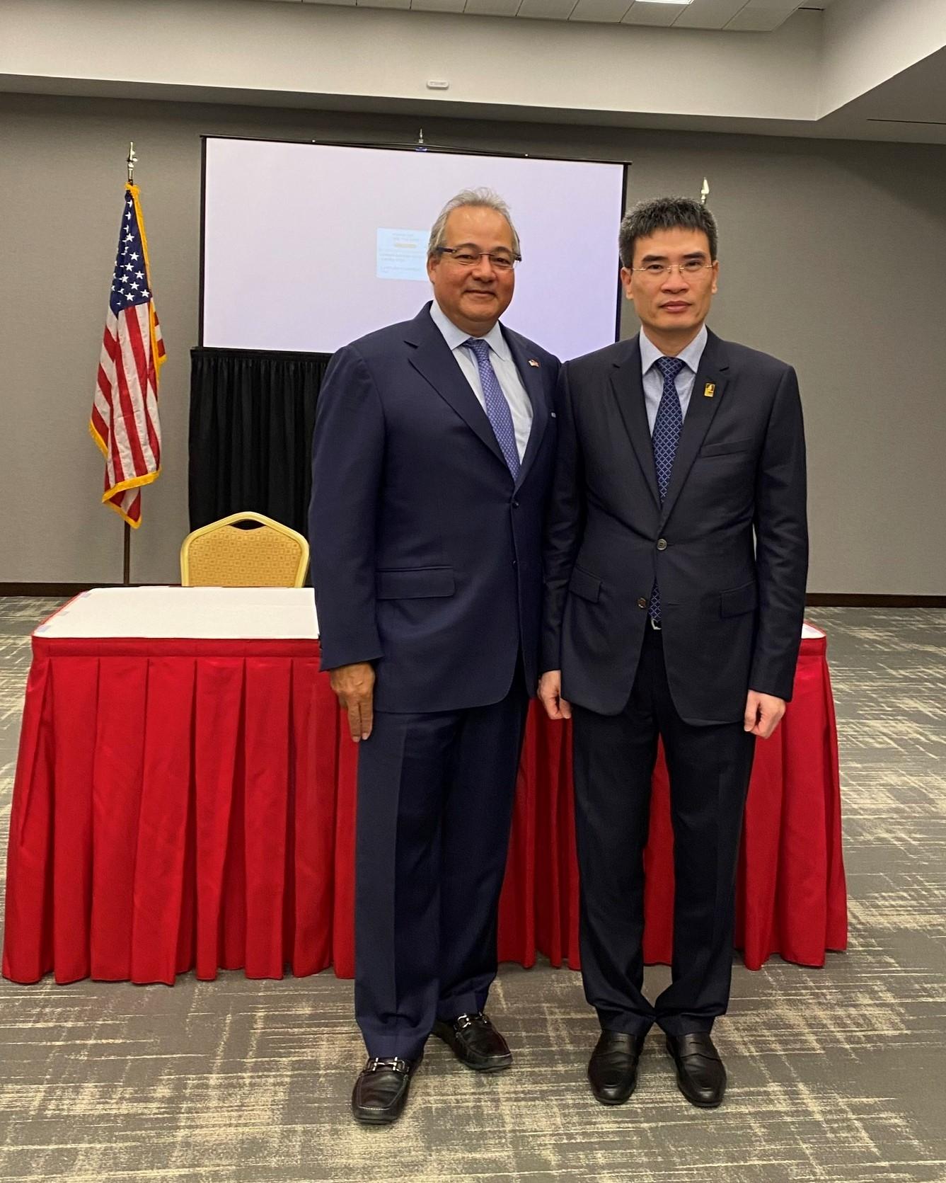 Ông Dương Mạnh Sơn – Phụ trách Hội đồng Quản trị, Tổng Giám đốc PV GAS và Ông Bernerd Da Santos - Phó Chủ tịch Thường trực kiêm Giám đốc điều hành AES khẳng định quyết tâm hợp tác song phương cùng phát triển.
