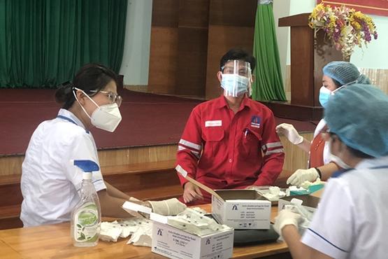 NT2 tổ chức cho người lao động tiêm vắc xin phòng Covid -19