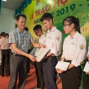 """100 học sinh THPT được trao học bổng """"Đạm Cà Mau – Hạt ngọc mùa vàng"""" năm học 2019 – 2020"""