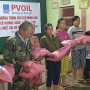 Hướng về miền Trung thương yêu: PVOIL mang quà đến với đồng bào vùng lũ