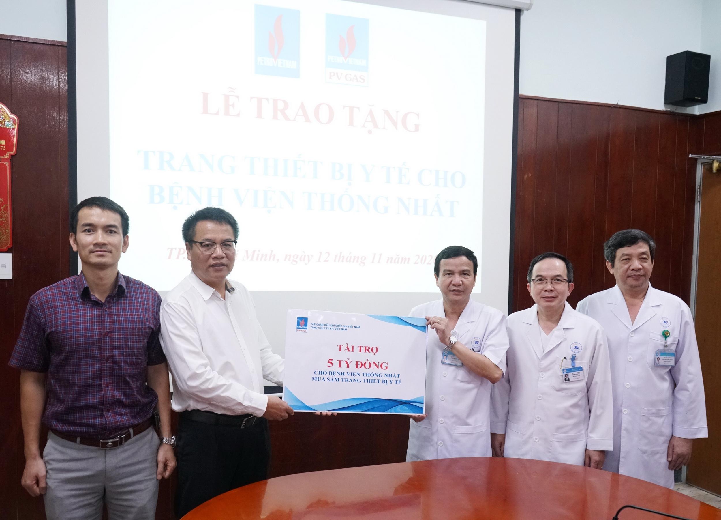 Nghi thức trao tặng thiết bị y tế cho BV Thống Nhất