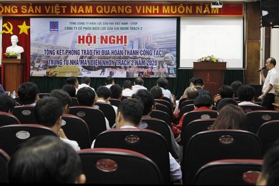Ông Trần Quang Mẫn – Phó Giám đốc NT2 báo cáo tham luận