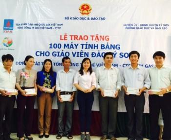 PV GAS tặng 100 máy tính bảng cho giáo viên đảo Lý Sơn