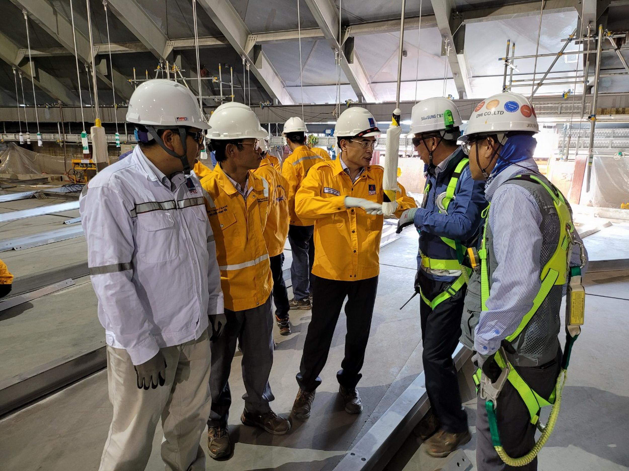 Tổng giám đốc và Ban Lãnh đạo PV GAS luôn theo sát công trình, chỉ đạo giữ vững tiến độ, chất lượng, an toàn của công trìn