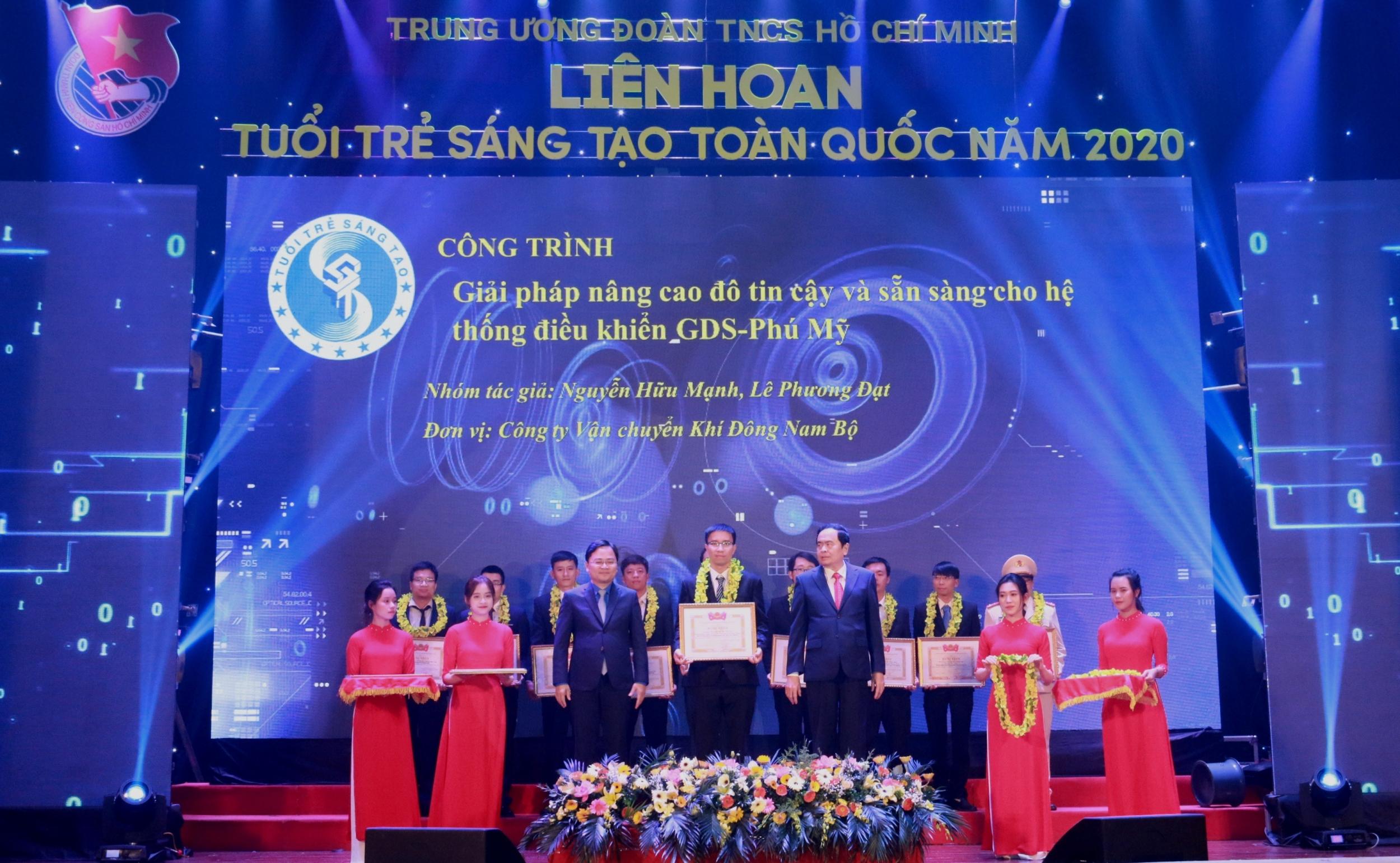 Tuyên dương công trình sáng tạo của Đoàn TN KĐN – các tác giả Nguyễn Hữu Mạnh và Lê Phương Đạt