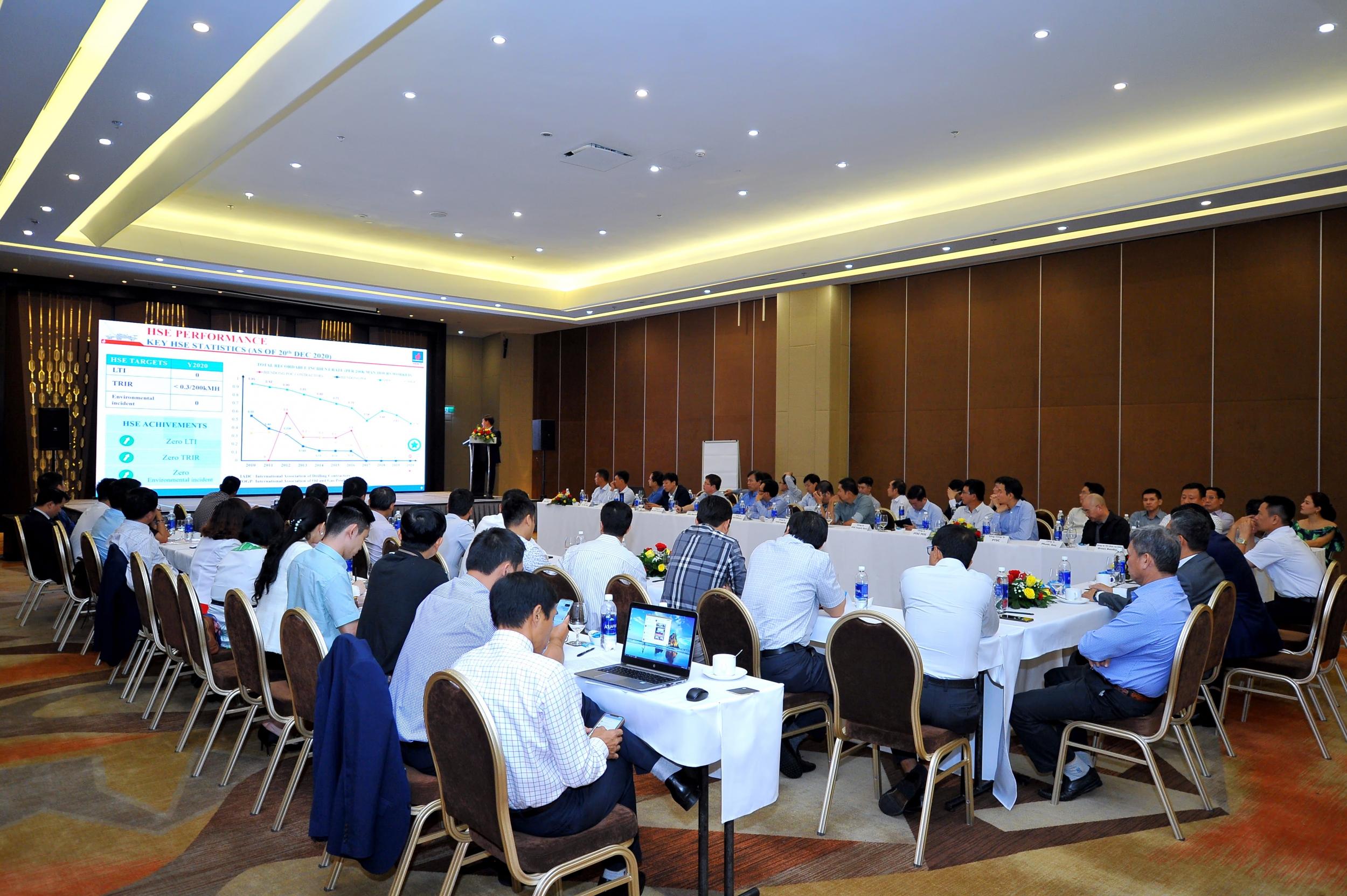 Ông Phạm Văn Hiến báo cáo kết quả công tác ATSKMT năm 2020 của BIENDONG POC