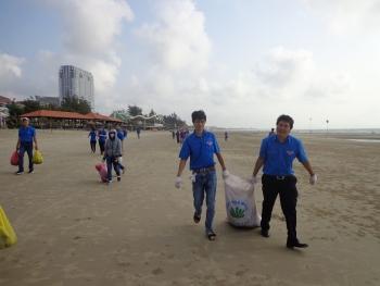 Thanh niên PVC hành động vì môi trường biển