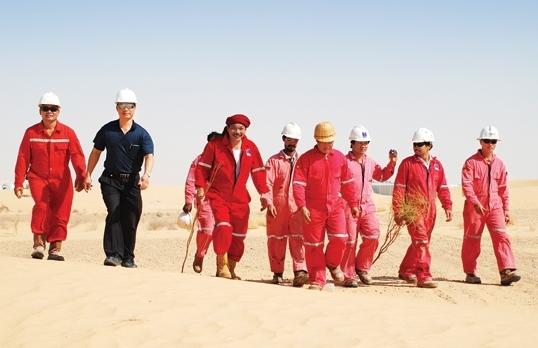 """Chuyện """"bới cát"""" tìm dầu ở """"sa mạc lửa"""""""
